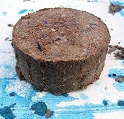 Саморобне паливо з дрібних відходів деревини