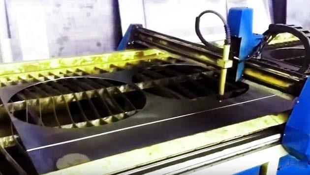 Різання сталевих деталей бака на плазмовій установці