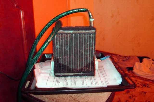 Охолоджувач з автомобільного опалювача салону