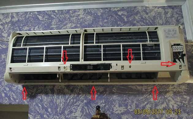 Точки крепления передней панели сплит-системы