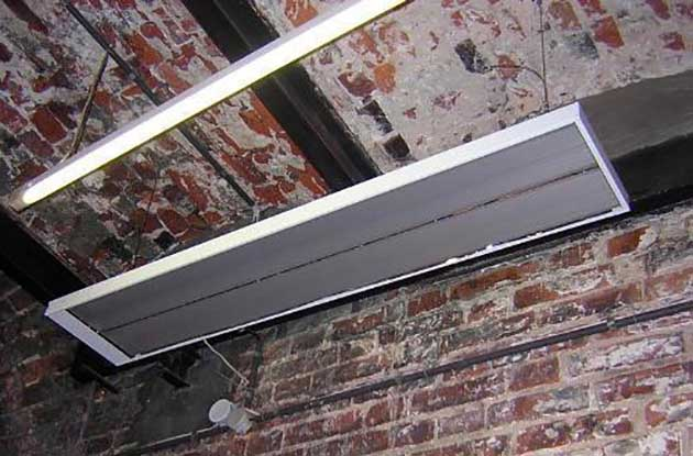 Установка инфракрасного потолочного обогревателя