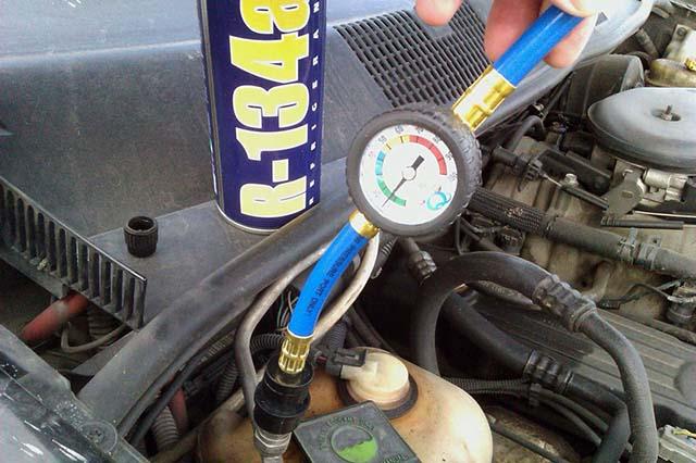 Перевірка тиску в охолоджуючому контурі автокондиціонера