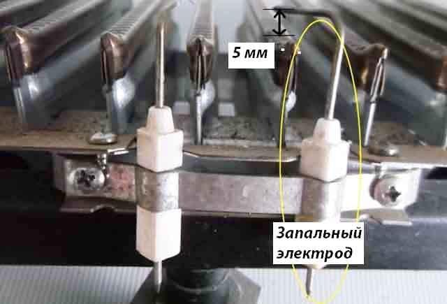 Зазор между горелкой и запальным электродом газовой колонки