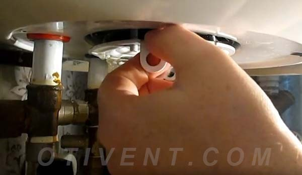 Как вытащить ТЭН из бойлерного нагревателя