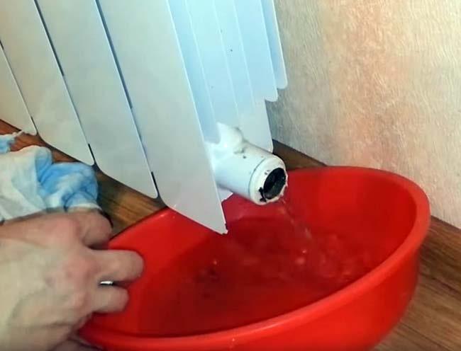 Промываем алюминиевый радиатор от осадка