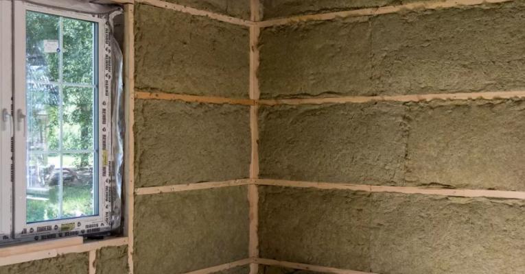 Чем лучше утеплять стены изнутри в частном доме и квартире